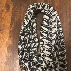 Accessories - Black/white printed infinity scarf